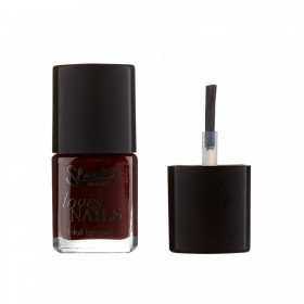 SLEEK MAKEUP LOVES NAILS IN VINO TINTO